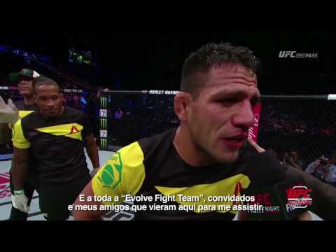 UFC Singapura: Entrevista no octógono com Rafael dos Anjos