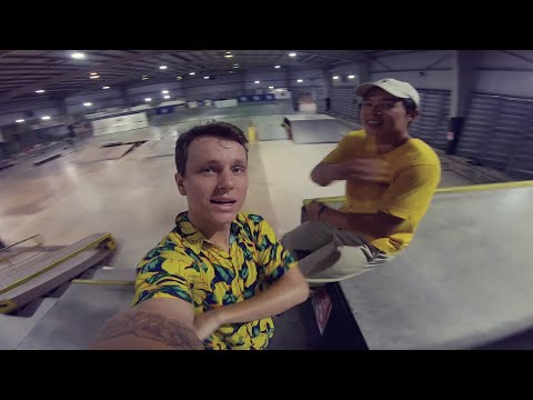 BLADING BANGKOK / Fried bananas and extreme sports